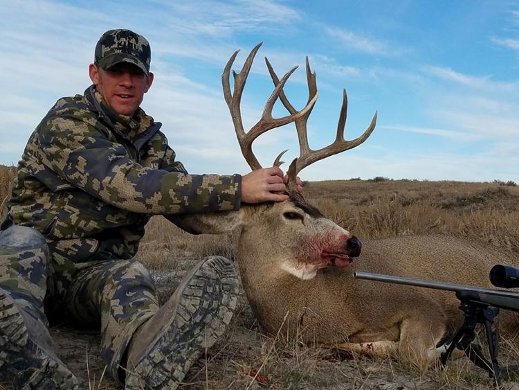 Missouri Breaks Montana Trophy Mule Deer Hunts
